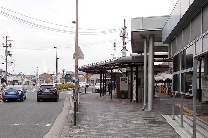 京都市営地下鉄の「六地蔵」駅方面へ